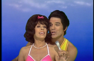600_DVD_1_Episode_0121_STEVE_MARTIN_steve_carol_sing_on_surfboard